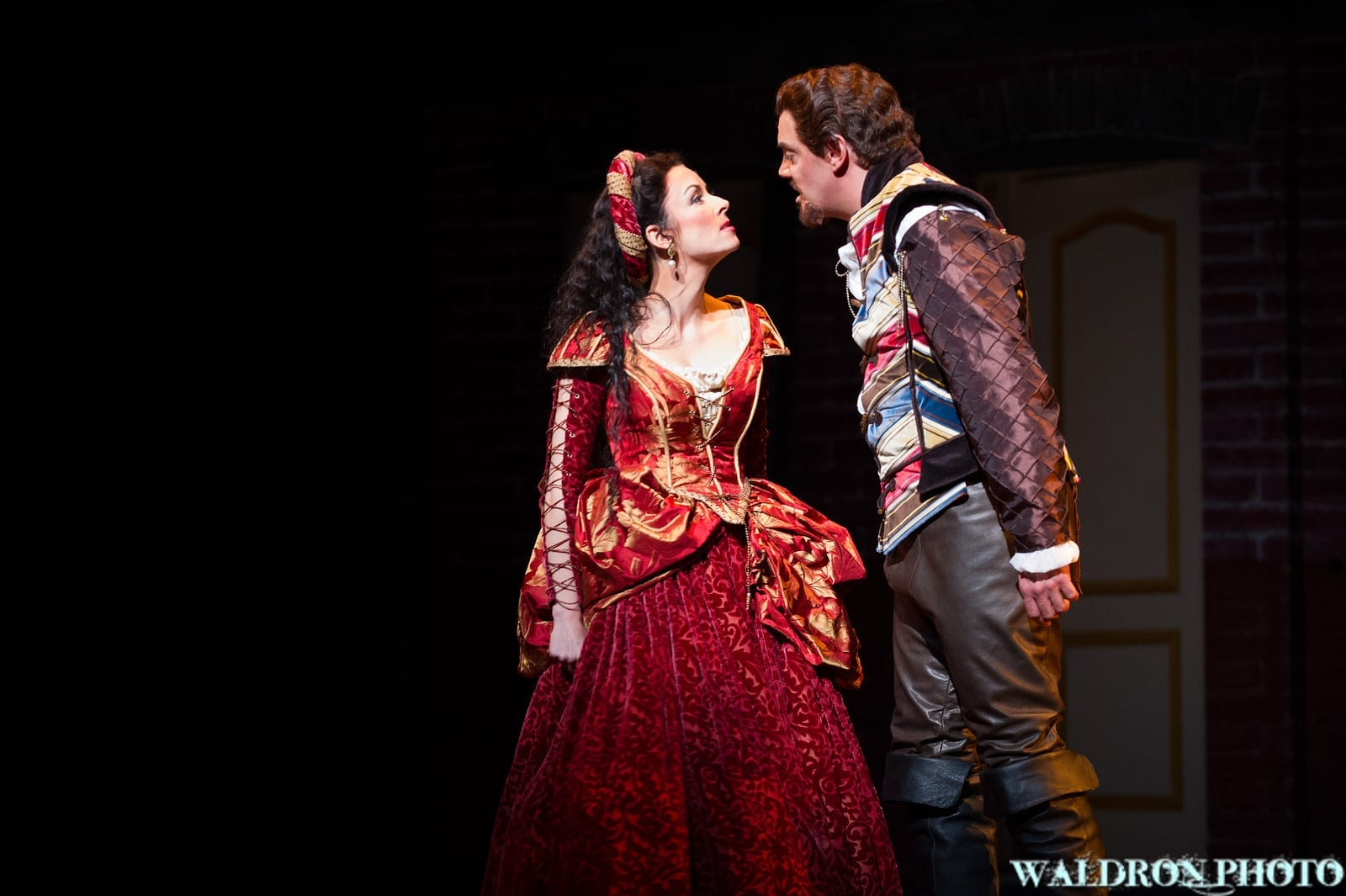 KISS ME, KATE has great talent, but lacks direction