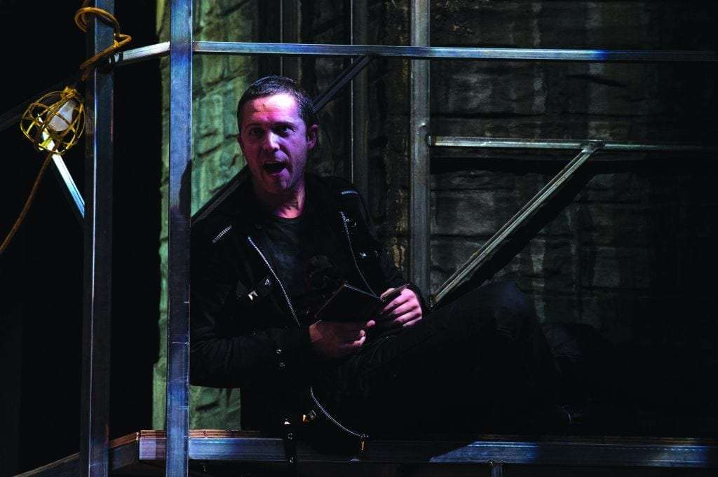 "Utah Shakespeare Fest's HAMLET ""must not unwatched go"""
